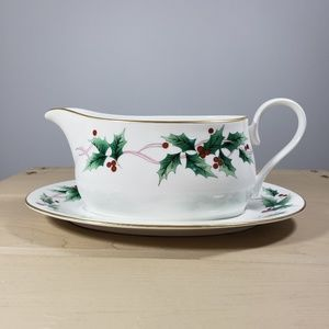 Mikasa Ribbon Holly Bone China Gravy Boat & Saucer